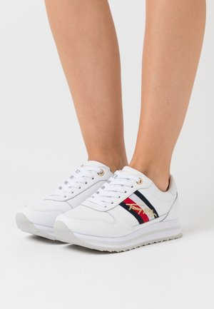 SIGNATURE RUNNER - Sneakers laag - white