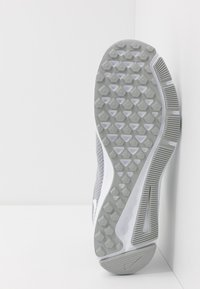 Nike Performance - QUEST 2 - Neutral running shoes - wolf grey/white - 4