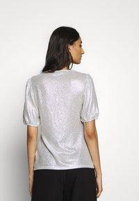 Dorothy Perkins - PUFF SLEEVE TEE - Print T-shirt - silver - 2
