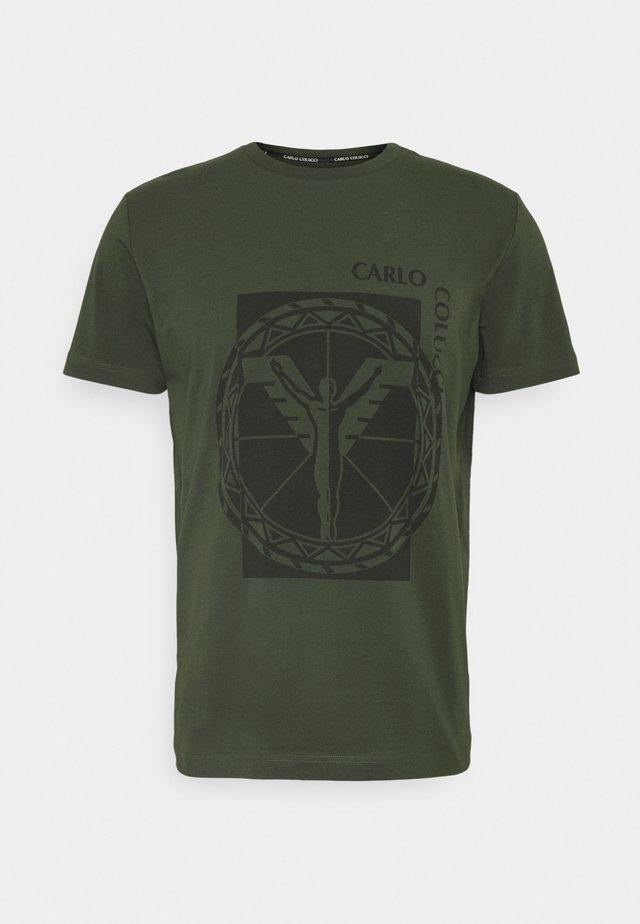 BIG LOGO - Camiseta estampada - oliv