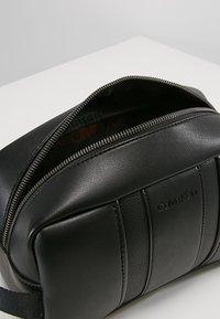 Calvin Klein - ESSENTIAL WASHBAG - Trousse - black - 5