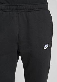 Nike Sportswear - CLUB PANT - Træningsbukser - black/white - 4