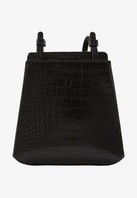 PEYTON - Across body bag - black croco