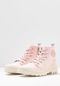 Palladium - PAMPA ZIP DESERTWASH - Boots à talons - pink - 4