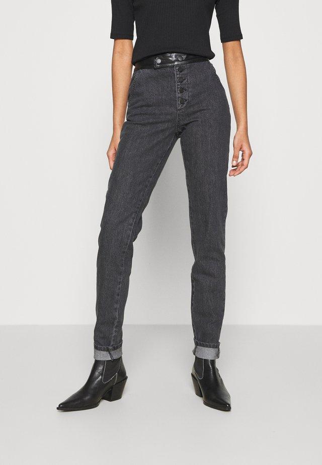Straight leg jeans - dark wash