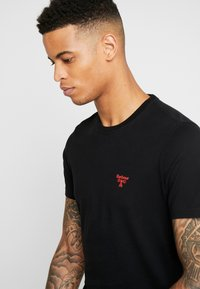 Barbour Beacon - TEE - T-shirt - bas - black/red - 4
