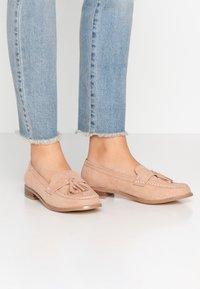 Miss Selfridge Wide Fit - WIDE FIT TASSEL LOAFER - Slip-ons - pink - 0