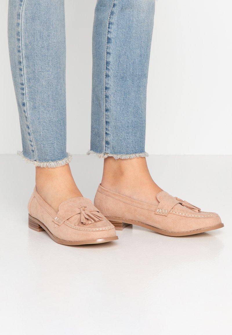 Miss Selfridge Wide Fit - WIDE FIT TASSEL LOAFER - Slip-ons - pink