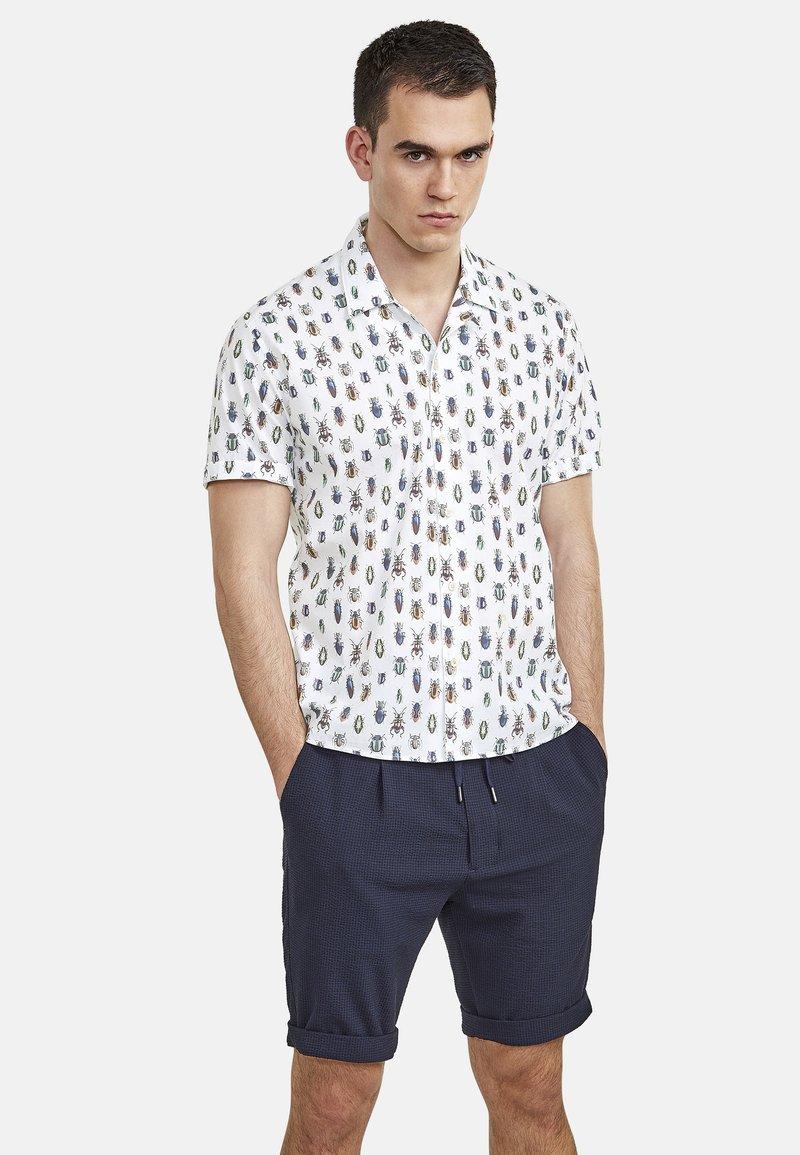 NEW IN TOWN - MIT INSEKTENPRINT - Shirt - white