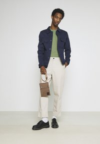 Selected Homme - SLHMORGAN STRIPE O NECK TEE - Print T-shirt - vineyard green/egret - 1