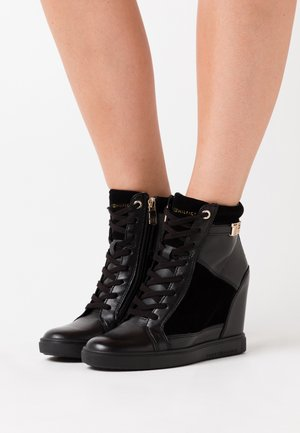 HARDWARE WEDGE - Sneakersy wysokie - black