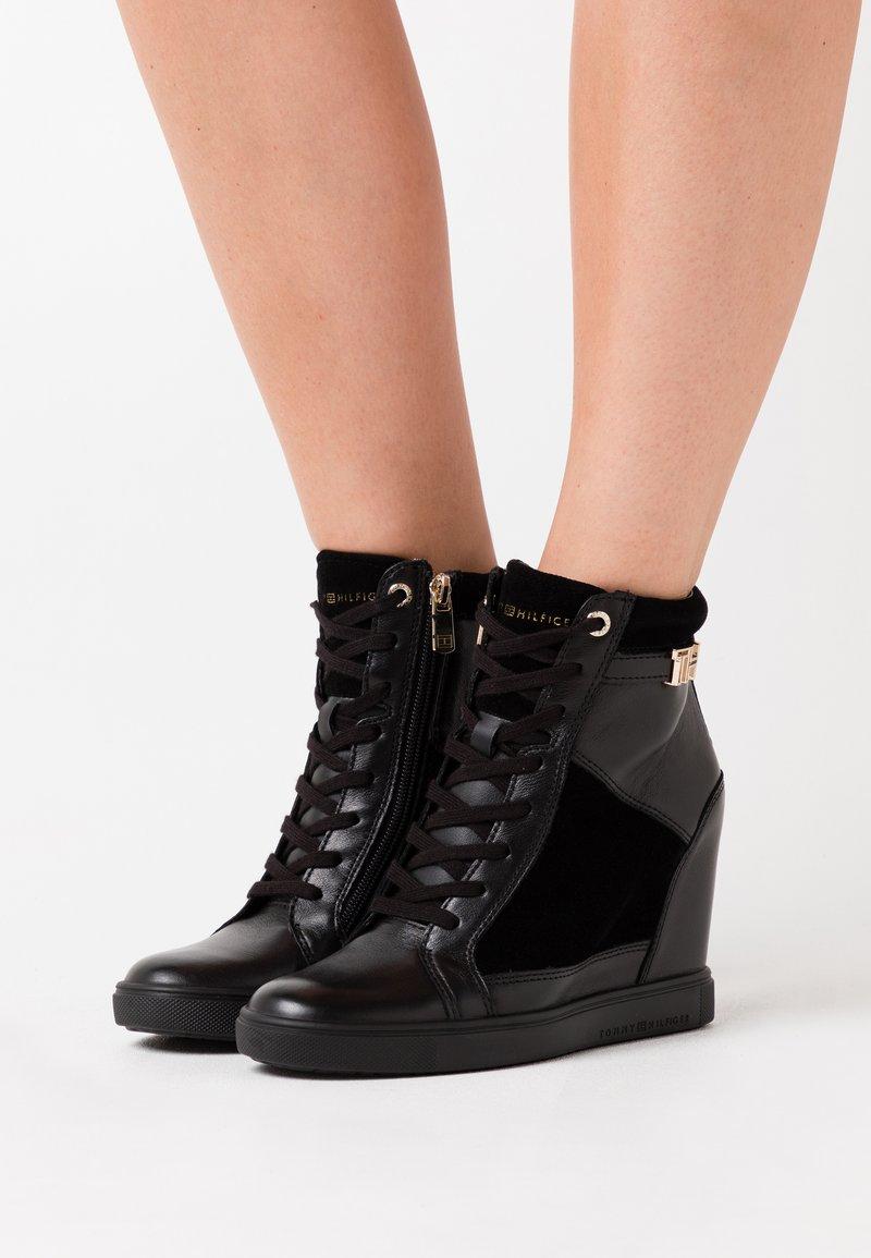 Tommy Hilfiger - HARDWARE WEDGE - Sneakers high - black
