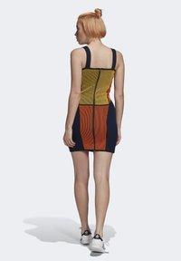 adidas Originals - PAOLINA RUSSO COLLAB SPORTS INSPIRED SLIM DRESS - Pouzdrové šaty - active gold/black/energy orange/collegiate navy - 2