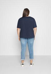 Tommy Jeans Curve - BADGE TEE - T-shirt imprimé - twilight navy - 2