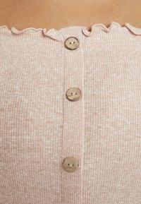 New Look Curves - SNOWY BARDOT - Print T-shirt - nude - 5
