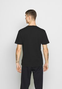 Calvin Klein - LOGO 2 PACK - Basic T-shirt - black/black - 3