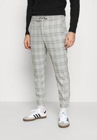 Only & Sons - ONSLINUS CROPPED  CHECK PANT - Spodnie materiałowe - medium grey melange - 0