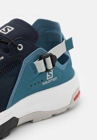 Salomon - TECH AMPHIB 4 - Hiking shoes - navy blazer/bluestone/lunar rock - 5