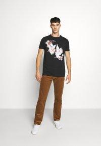 AMICCI - SIRMONE - Print T-shirt - black - 1