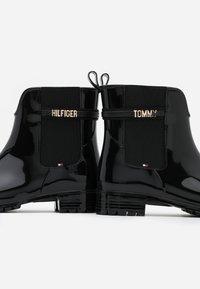 Tommy Hilfiger - BLOCK BRANDING RAINBOOT - Botas de agua - black - 5