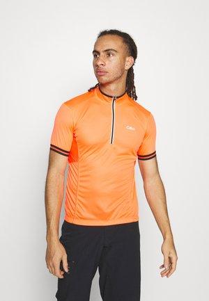MAN BIKE - Print T-shirt - flash orange