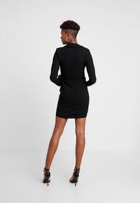 Missguided - BLAZER TIE SIDE DRESS CREPE - Žerzejové šaty - black - 3