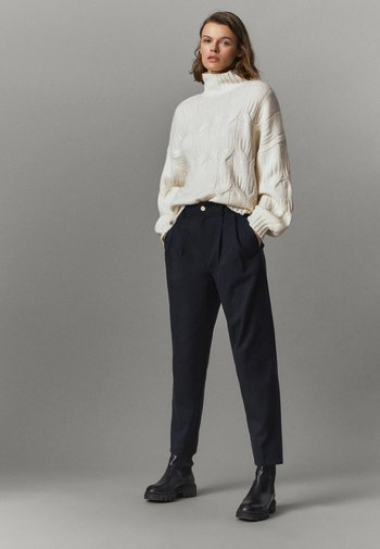 AUS BAUMWOLLE IM BARREL-FIT  - Pantalon classique - dark blue
