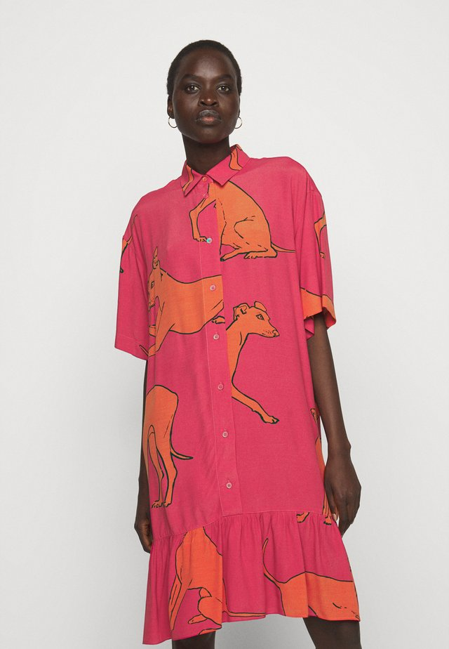 WOMENS DRESS - Sukienka koszulowa - pink/orange