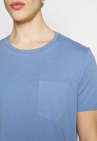 Club Monaco - WILLIAMS - T-shirt - bas - cerulean - 4