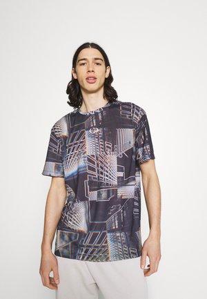 CYBER CITY TEE - Print T-shirt - black