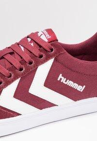 Hummel - SLIMMER STADIL LOW - Trainers - bordeaux/weiß - 5