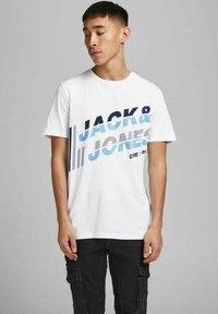 Jack & Jones - JCOALPHA TEE - Print T-shirt - white - 0