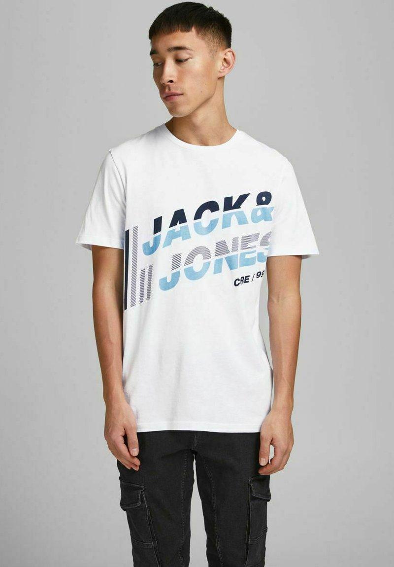 Jack & Jones - JCOALPHA TEE - Print T-shirt - white