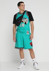 Mitchell & Ness - NBA SWINGMAN VANCOUVER GRIZZLIES - Sports shorts - teal - 1