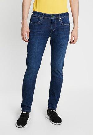 HATCH POWERFLEX - Slim fit jeans - wiserwash dark used