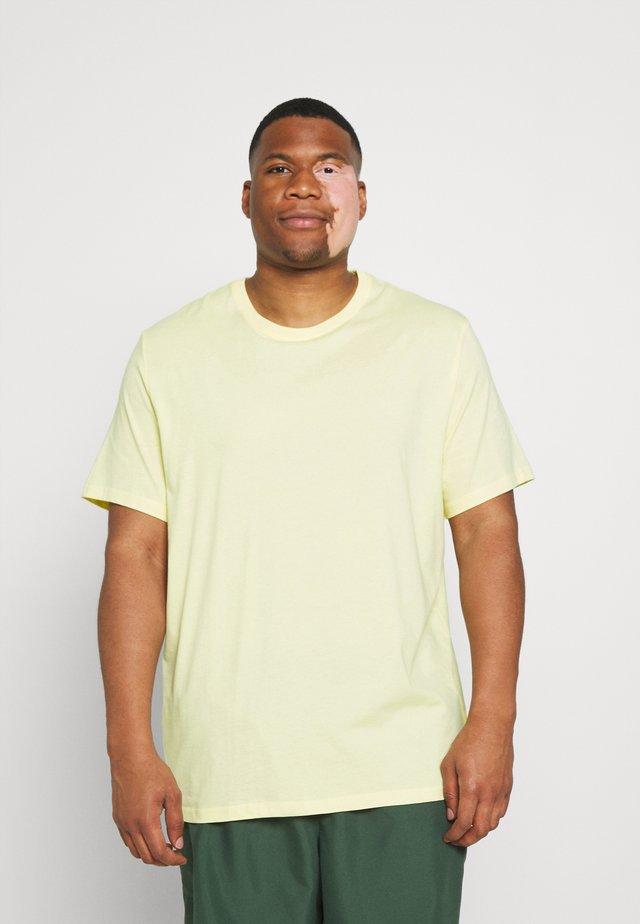 ESSENTIAL CREW NECK TEE - Basic T-shirt - lemon