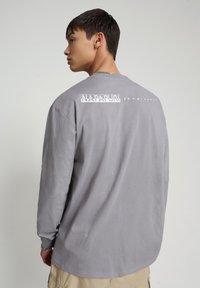Napapijri - BEATNIK - Long sleeved top - grey gull - 2