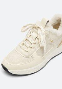 Uterqüe - Sneakers laag - white - 5
