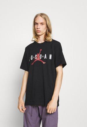 JORDAN AIR TEE - Print T-shirt - black/white/gym red