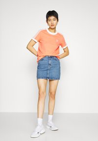 adidas Originals - Print T-shirt - chalk/coral/white - 1