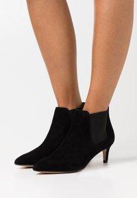 Clarks - LAINA - Kotníková obuv - black - 0