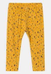 Name it - NBFNICOLA BABY SET - Leggings - Trousers - snow white/spicy mustard - 2