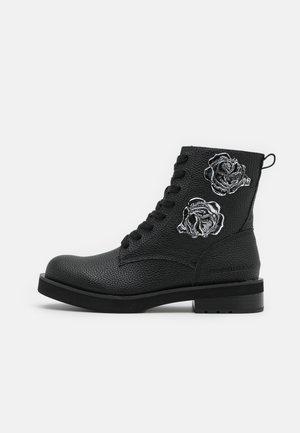NEBI - Kotníkové boty na platformě - black