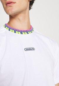 adidas Originals - DETAIL UNISEX - T-shirt - bas - white - 5