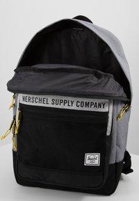 Herschel - KAINE - Tagesrucksack - mid grey crosshatch/light grey crosshatch/black - 5