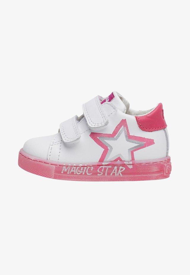 Chaussures premiers pas - fuchsia