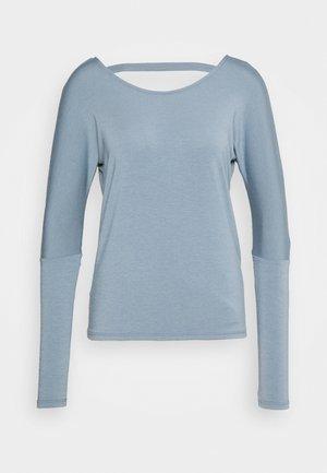 DRAPEY V BACK - Langærmede T-shirts - moonstone