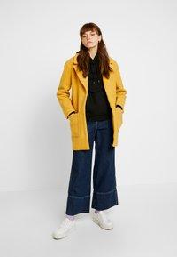 TWINTIP - Short coat - mustard - 1