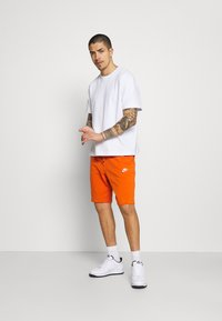 Nike Sportswear - CLUB - Shorts - campfire orange/white - 1