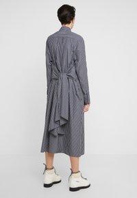 MM6 Maison Margiela - Maxi šaty - black/white - 5